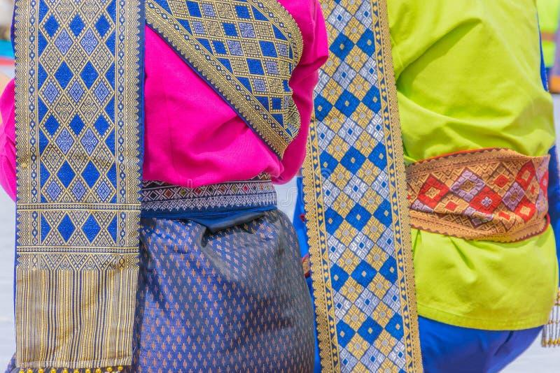 A seda tailandesa da textura macia da superfície do foco, pano tailandês, vestido nativo para o festival do mérito, tradicional t foto de stock royalty free
