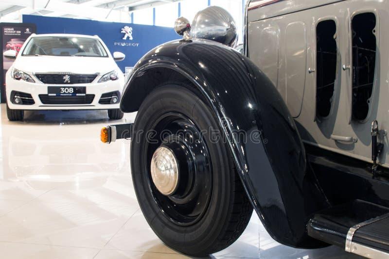 Sedan compacto collectible velho do quatro-cilindro - Peugeot 301, 1933 foto de stock royalty free