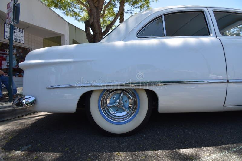 Sedan för Pärl--vit 1949 Ford 2 dörr, 3 arkivfoton