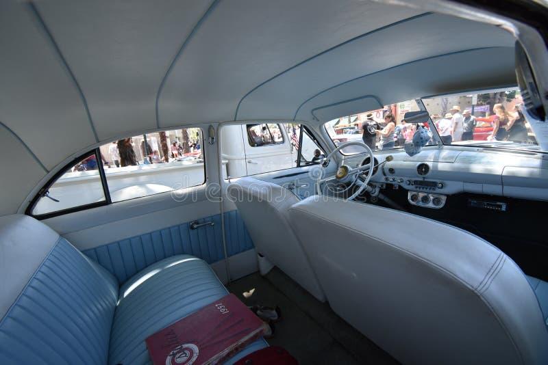 1949 sedan Perolado-branco da porta de Ford 2, 2 imagens de stock royalty free