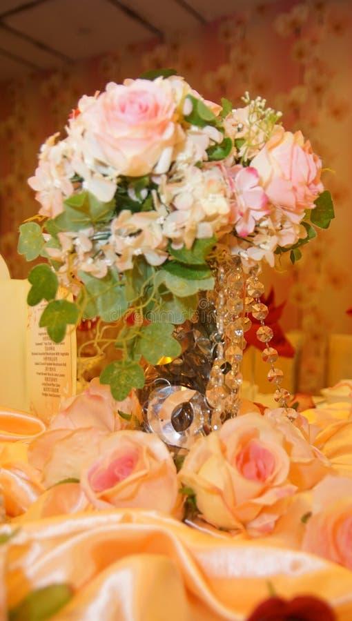 Sede della cena di nozze e decorazione della tavola di ricezione fotografia stock libera da diritti