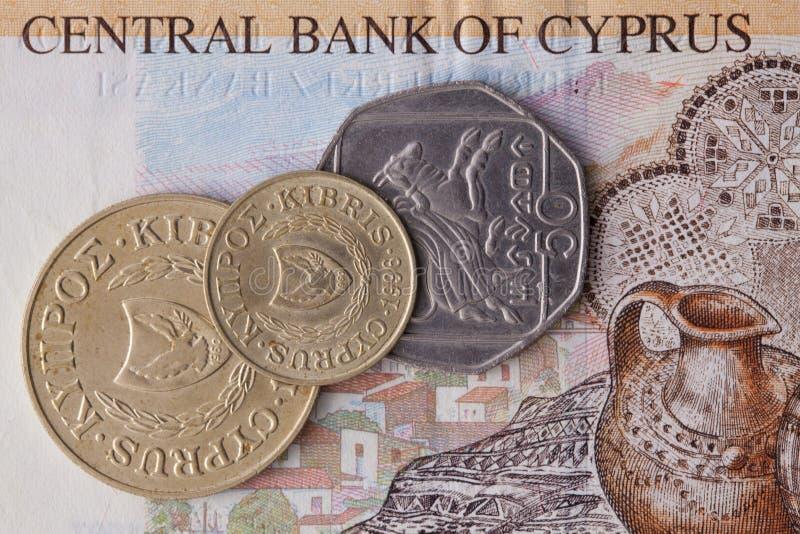 Sedel och mynt av pundet av Cypern royaltyfri bild