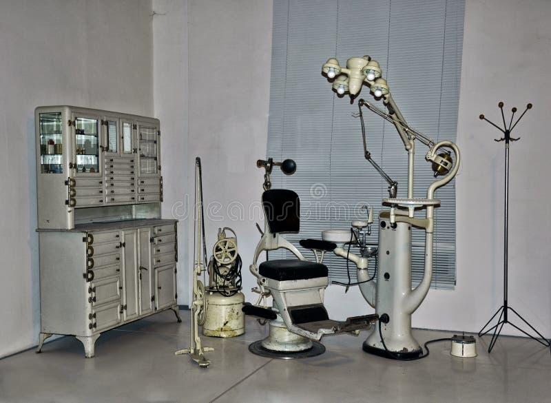 Sedia d'annata del dentista fotografia stock libera da diritti