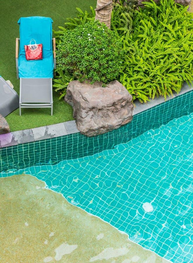 Download Sedia della piscina immagine stock. Immagine di convenzionale - 55361489