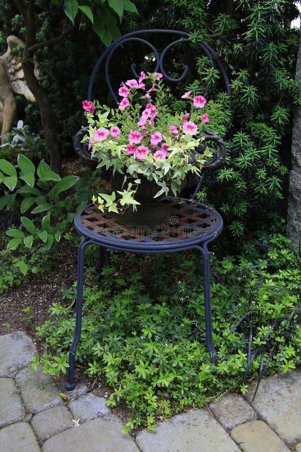 Sedia di giardino fotografie stock libere da diritti