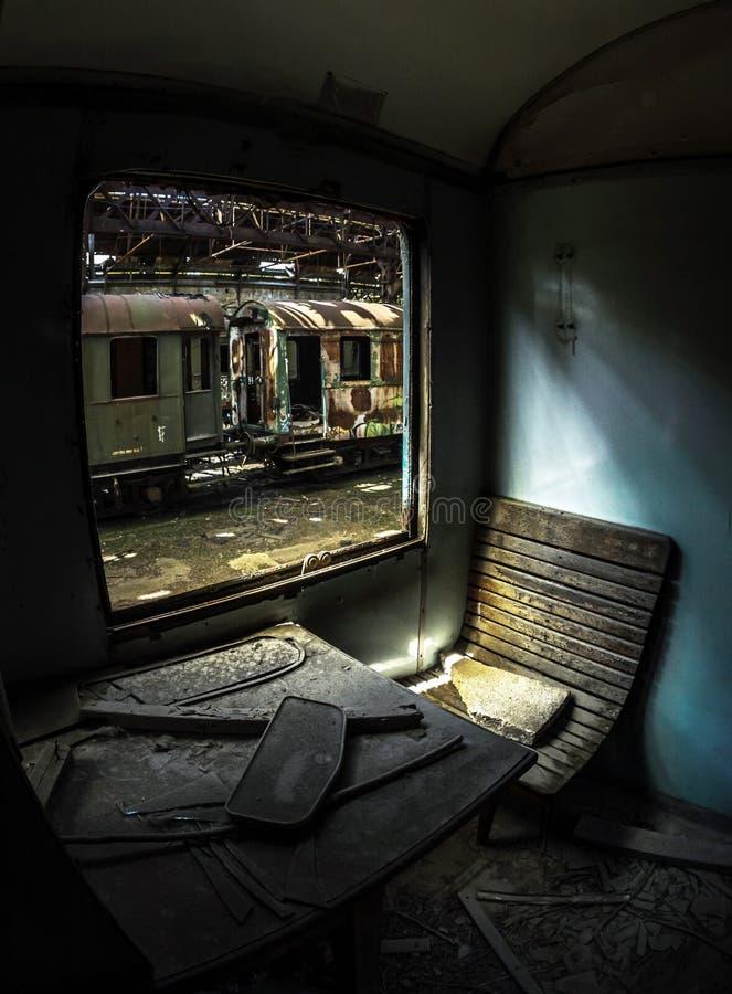 Sedia di legno di un treno fotografia stock libera da diritti