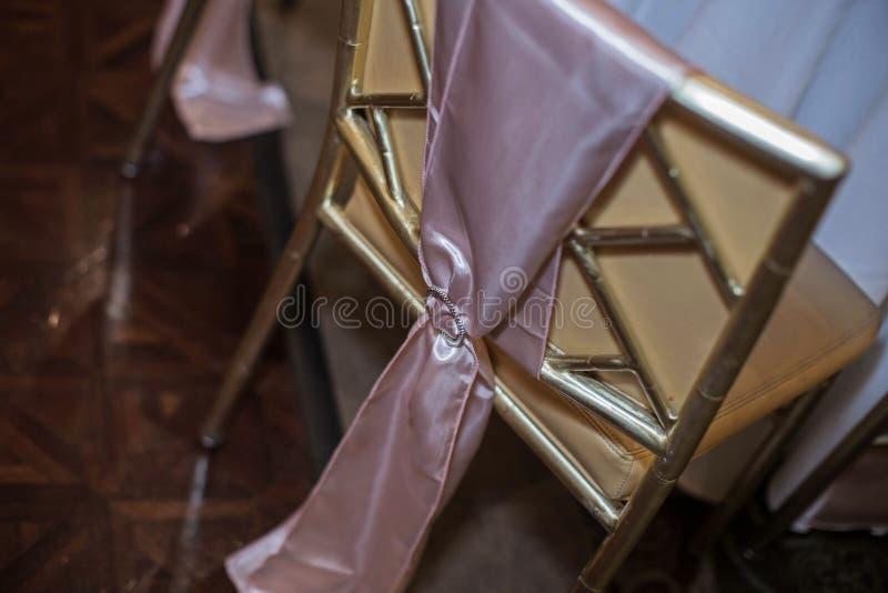 Sedia di ricevimento nuziale, rosa fotografie stock libere da diritti