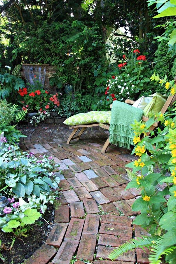 Sedia di salotto del giardino immagini stock