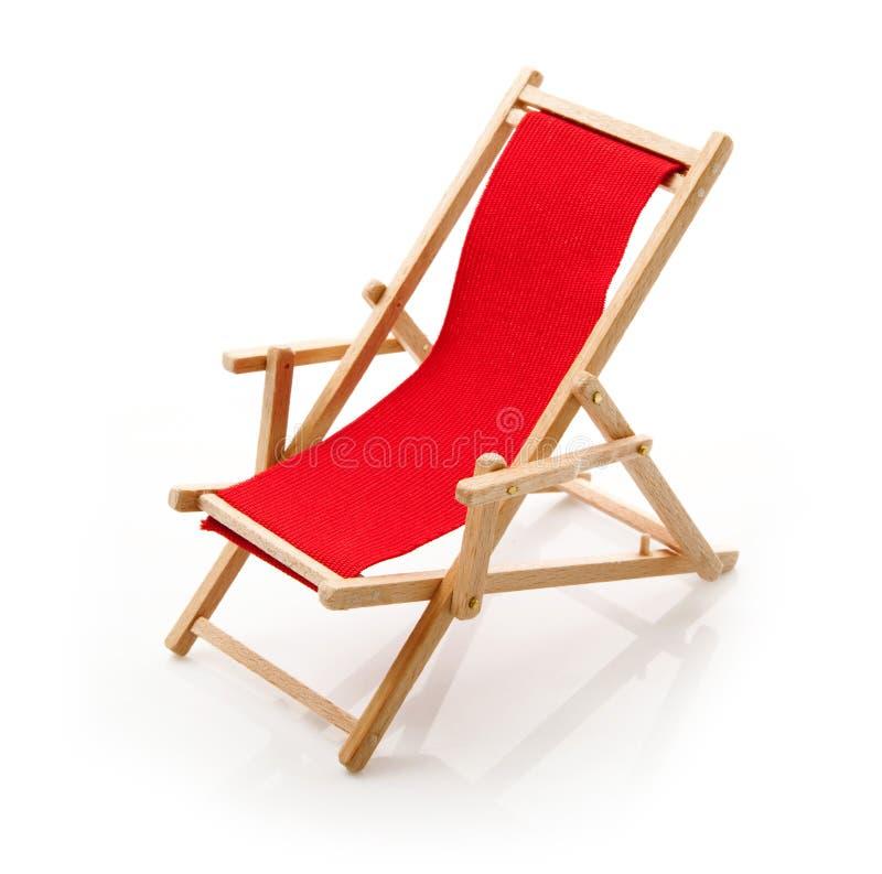 Sedia di spiaggia nel fondo bianco fotografia stock libera da diritti