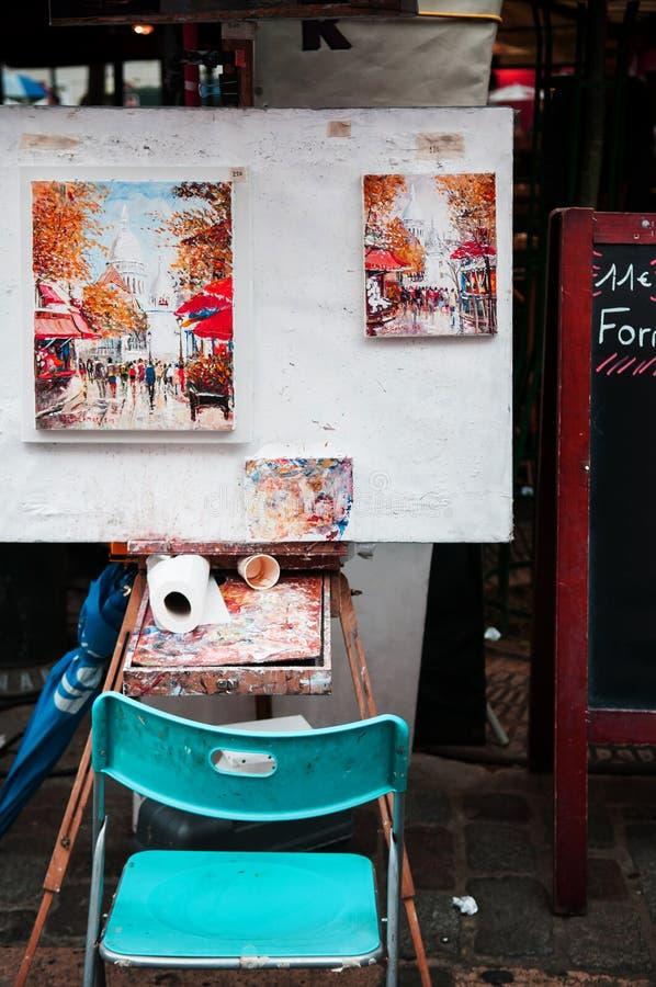 Sedia e strumenti dell'artista fotografia stock