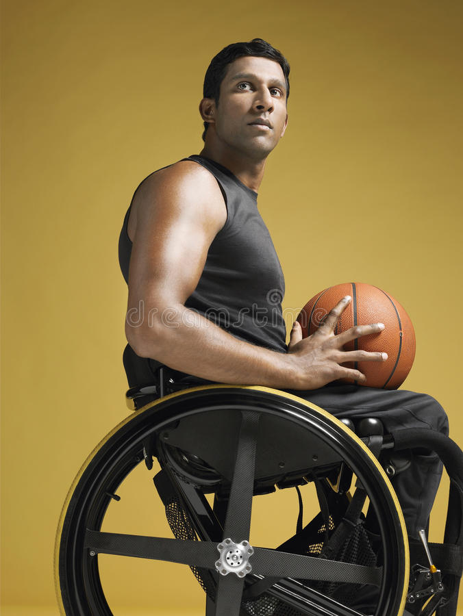 Sedia a rotelle di with basketball in dell 39 atleta del for Fisico sedia a rotelle