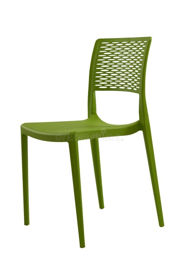 Sedia verde di plastica con un vimine indietro Mobilia del caffè o del patio fotografia stock libera da diritti