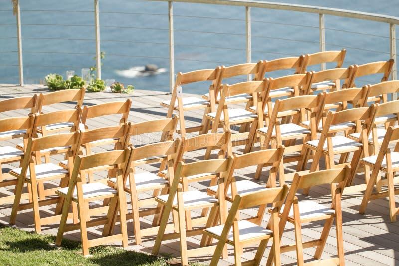 Sedie della decorazione di nozze fotografia stock