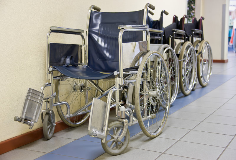 Sedie a rotelle dell'ospedale immagine stock