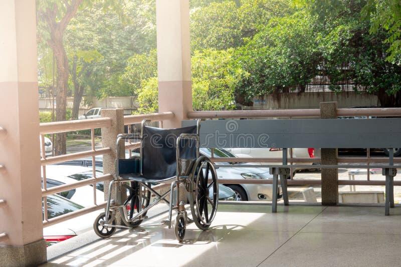Sedie a rotelle nell'ospedale, sedie a rotelle che aspettano ser paziente immagini stock