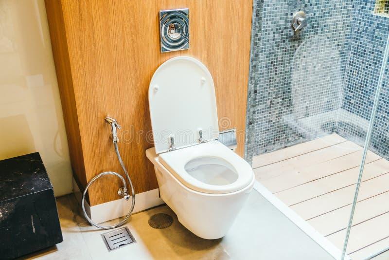 Sedile bianco della ciotola di toilette immagine stock