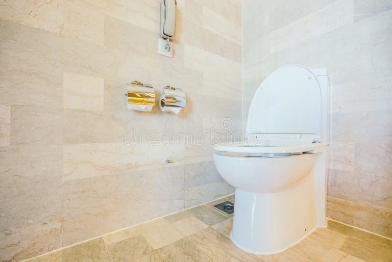 Sedile di toilette bianco della ciotola fotografie stock libere da diritti
