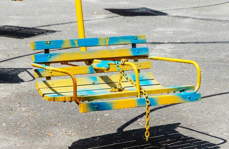 Sedili di legno di un carosello immagine stock libera da diritti