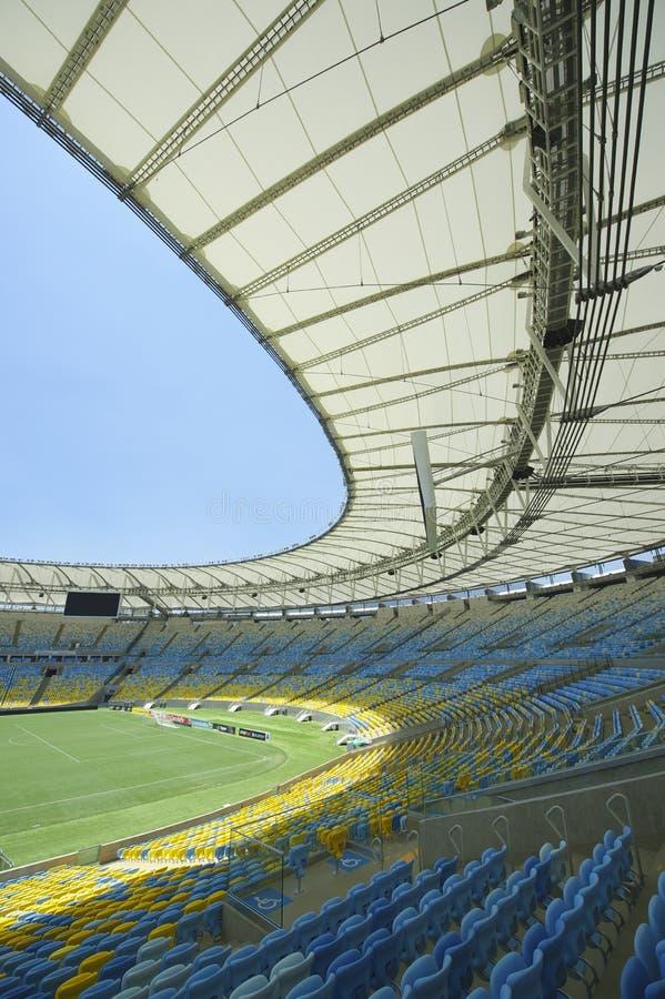 Sedili e passo dello stadio di football americano di Maracana fotografia stock libera da diritti