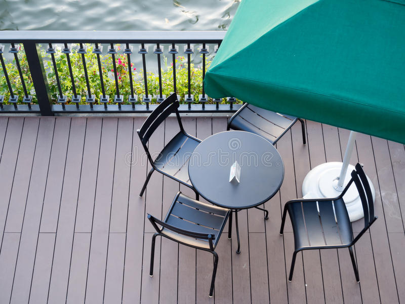Download Sedili e tavola immagine stock. Immagine di sedi, ristorante - 55365609