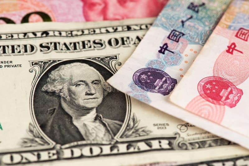 Sedlar för en dollar- och Yuan Renminbi China valuta stänger sig upp bild USD vs RMB royaltyfri foto