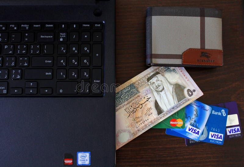 Sedlar för jordansk dinar med kreditkortar royaltyfria bilder