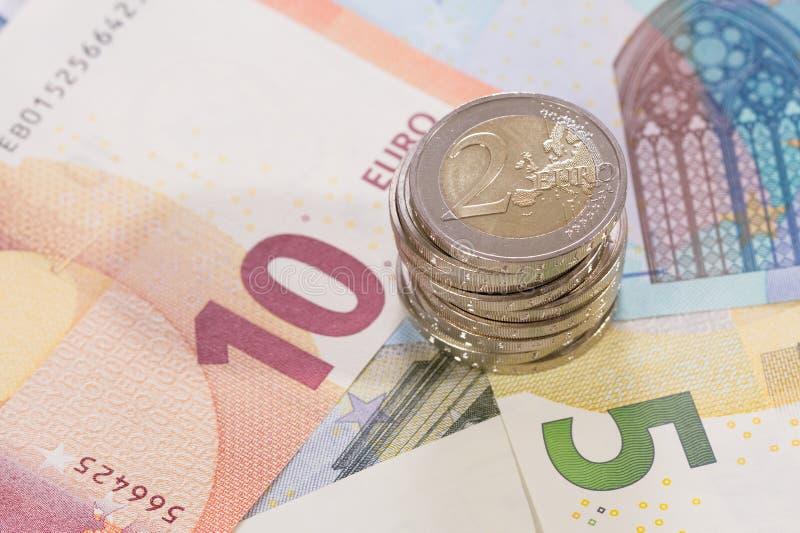 Sedlar med mynt av euro 2 royaltyfria bilder