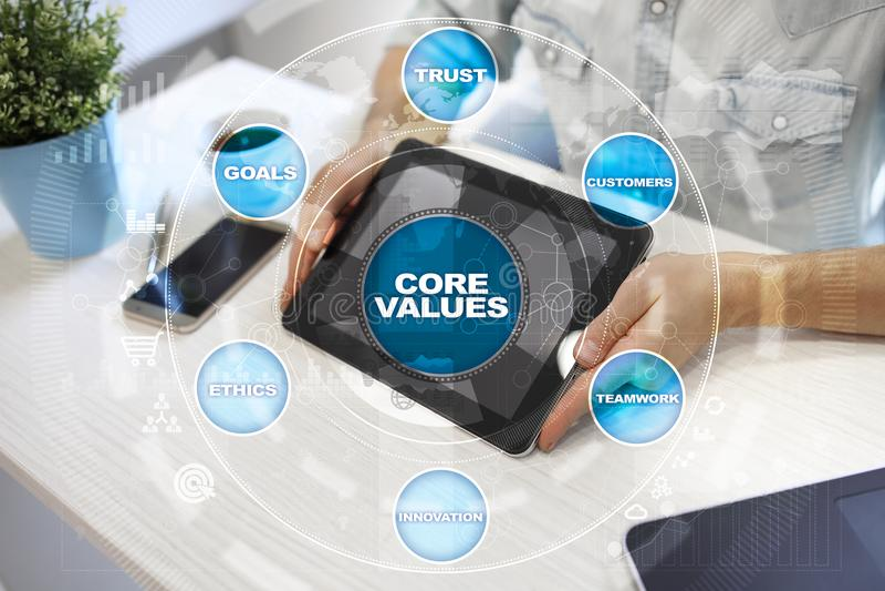 Sedno ceni biznesu i technologii pojęcie na wirtualnym ekranie zdjęcia royalty free