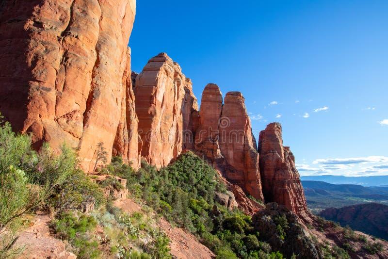 Sedona é uma cidade de rock vermelho no Arizona, Estados Unidos da América, formações de arenito vermelho, viagens pelos EUA, tur imagem de stock royalty free