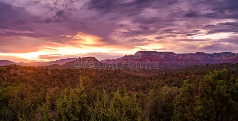 Sedona Mountainscape bij Zonsondergang royalty-vrije stock afbeelding