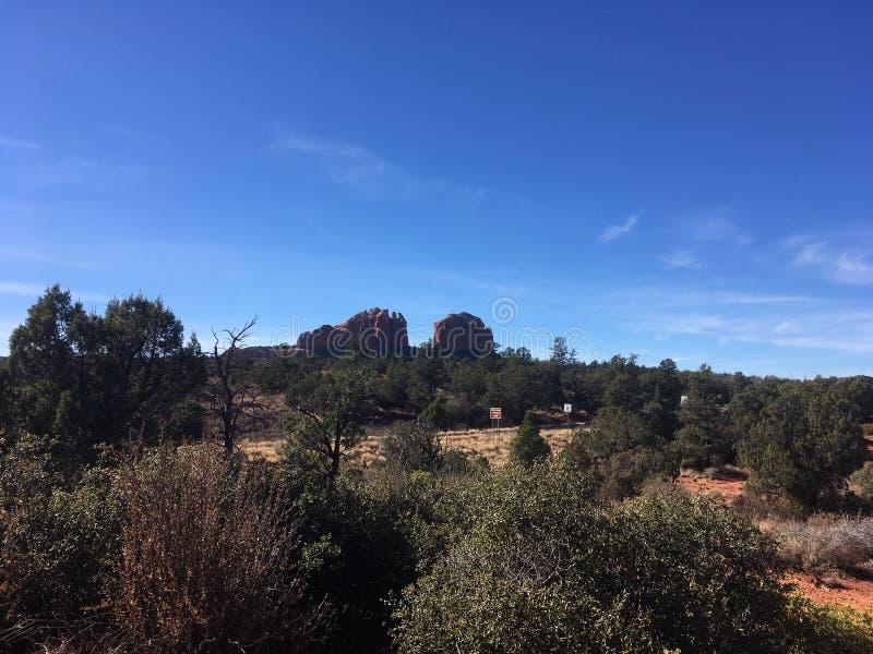 Download Sedona Rode Rots Wandelingsslepen Stock Foto - Afbeelding bestaande uit rotsen, weinig: 107706338