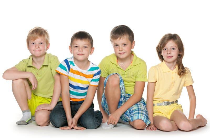 Seduta dei quattro bambini fotografie stock libere da diritti