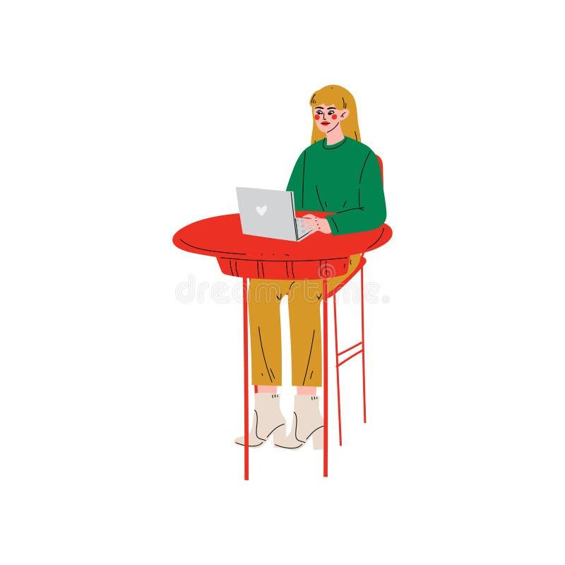 Seduta della ragazza allo scrittorio e funzionamento sull'illustrazione indipendente o della rete sociale del computer portatile, illustrazione di stock