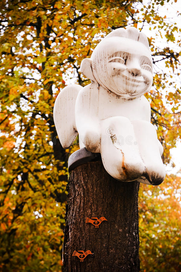 Seduta della statua di angelo fotografie stock libere da diritti