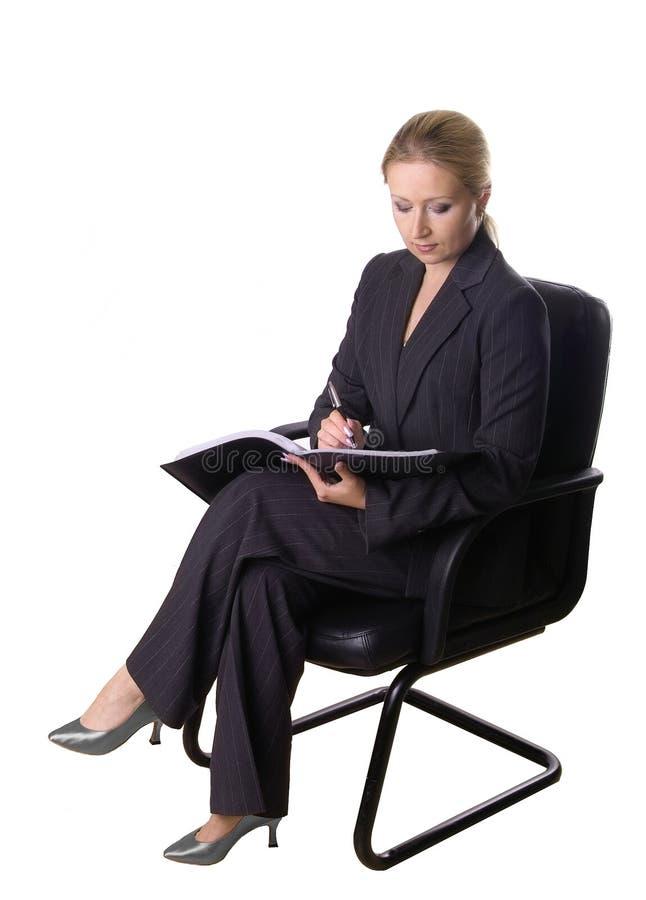 Seduta e scrivere fotografie stock libere da diritti