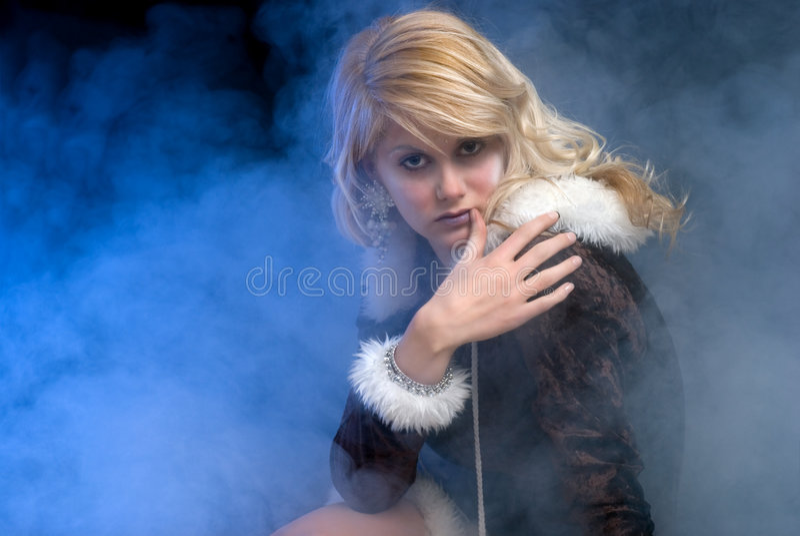 Seduta sexy della principessa del ghiaccio immagine stock libera da diritti