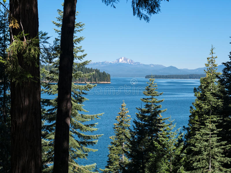 See Almanor in der Sierra Nevada Range lizenzfreies stockbild