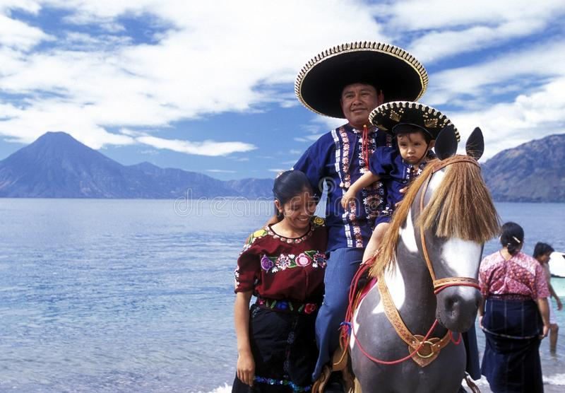 SEE ATITLAN LATEIN-AMERIKAS GUATEMALA lizenzfreies stockbild