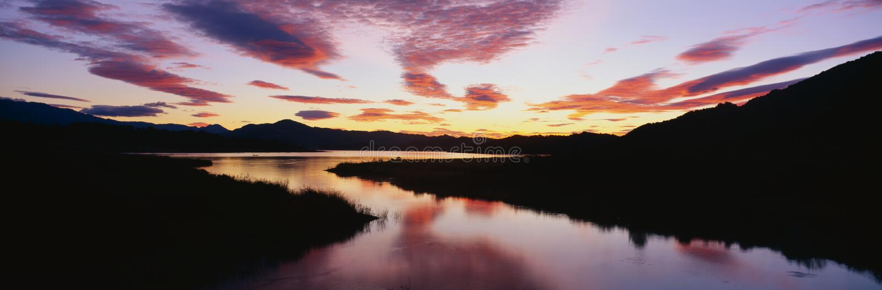 See Casitas am Sonnenaufgang stockfotos