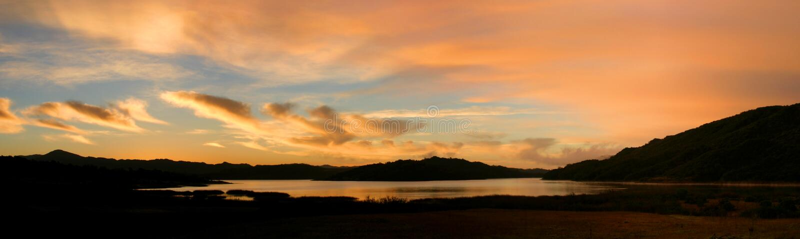 See Casitas Sonnenaufgang lizenzfreies stockfoto