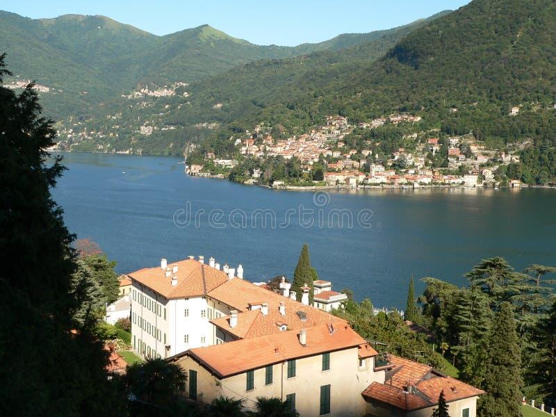 See Como, Italien: Dorf auf See lizenzfreies stockfoto