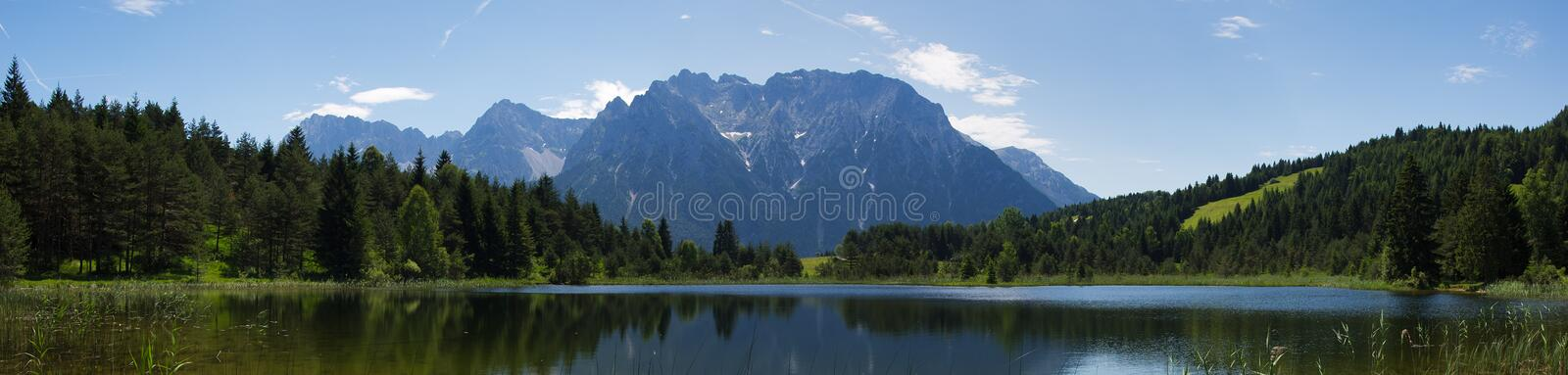 See in den Alpen stockbild