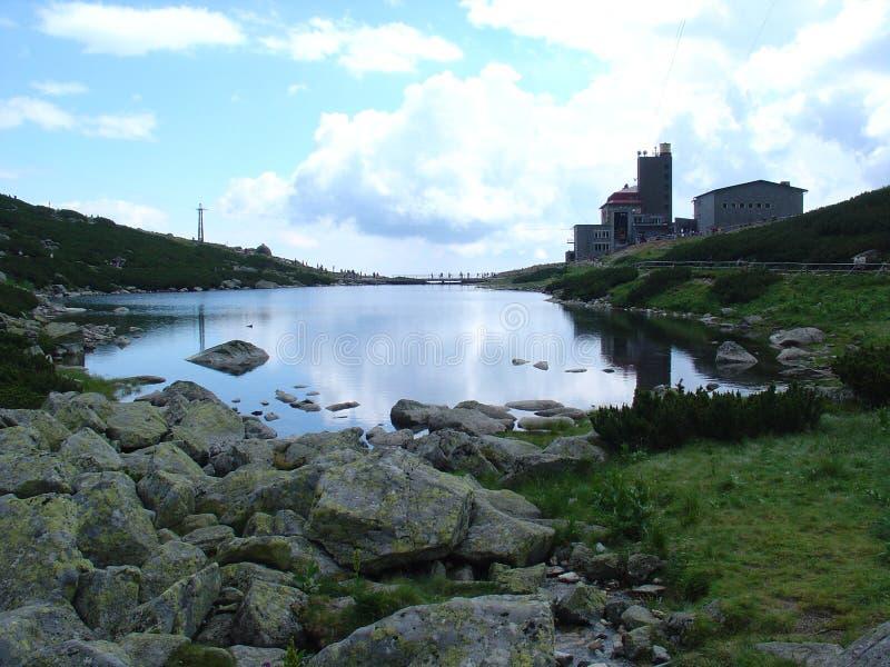 See in den Bergen lizenzfreies stockfoto