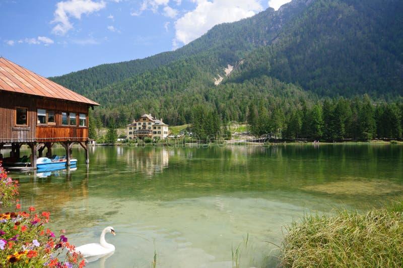 See Dobbiaco - Dolomit, Italien stockfotos
