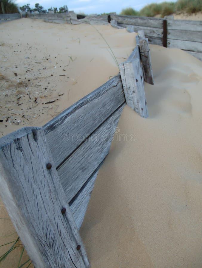 See-Eingangszaun nahe Lebensretterclub lizenzfreie stockfotos