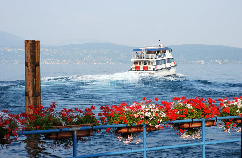 Download See Garda (Italien) - Seabus Stockbild - Bild von stapel, balustrade: 2683151