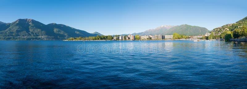 See Maggiore und die Stadt von Locarno, die Süd-Schweiz lizenzfreie stockfotos