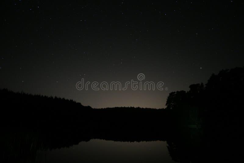 See nachts stockbild