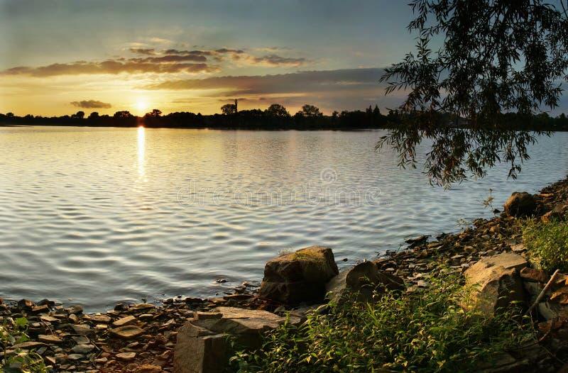 See am Sonnenuntergang stockfoto