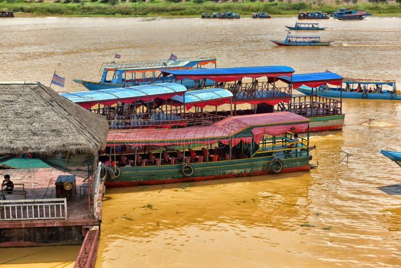 Download SEE TONLE SAP, COMBODIA - 28 06 2017: Chong Knies Village, Tonl Redaktionelles Stockfoto - Bild von leute, draußen: 96931703